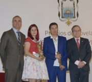 Edmundo Díaz Conde y Jimina Sabadú, ganadores respectivamente del Premio de Novela 'Ateneo de Sevilla' y 'Ateneo Joven de Sevilla' de 2015