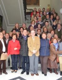 Más de 50 vecinos del Distrito Cerro-Amate hacen una visita cultural al Ateneo de Sevilla