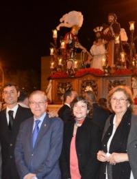 El Ateneo dona las flores y las velas a la Agrupación Bendición y Esperanza (Polígono Sur)